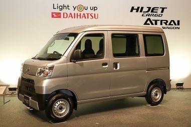 Обновлённая рабочая лошадка Daihatsu Hijet — удобней и ремонтопригодней