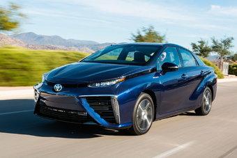 Некоторое время назад Toyota изо всех сил пропагандировала переход на водородное топливо, теперь же все больше думает о чистых электрокарах.