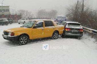 korotko-strizhennuyu-ostanovilas-na-obochine-i-ey-votknuli-video