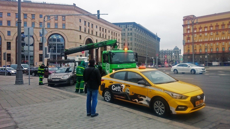 dc857f6c3ba40 Тем не менее работая водителем в такси по-прежнему можно заработать, хотя  труд этот не из легких. Своеобразная компенсация — относительная свобода.