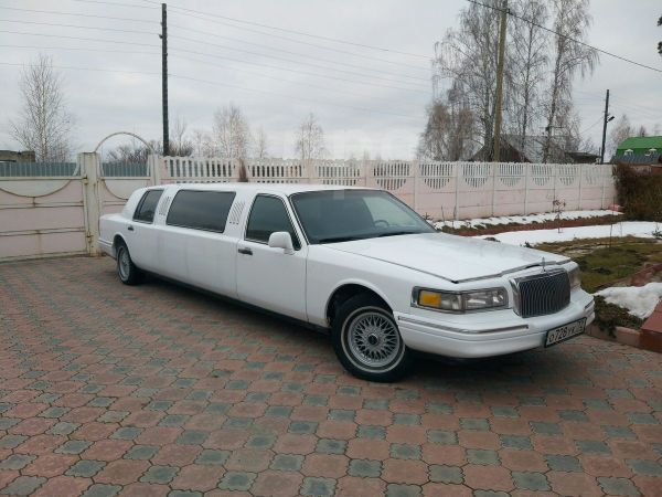 Lincoln Town Car, 1997 год, 165 000 руб.
