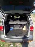 Volkswagen Touran, 2011 год, 720 000 руб.