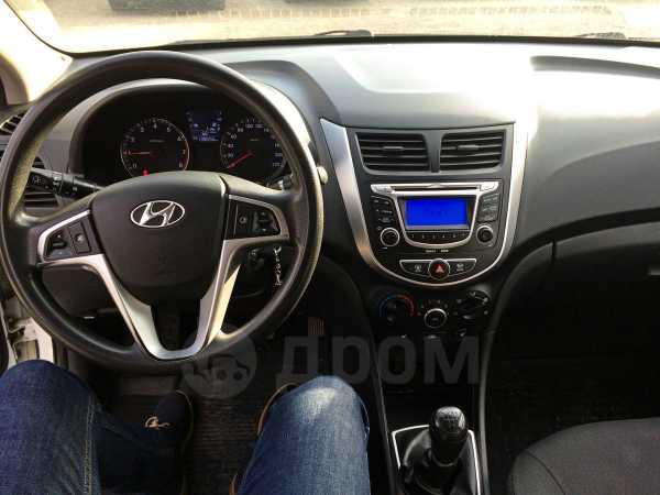 Hyundai Solaris, 2011 год, 415 000 руб.