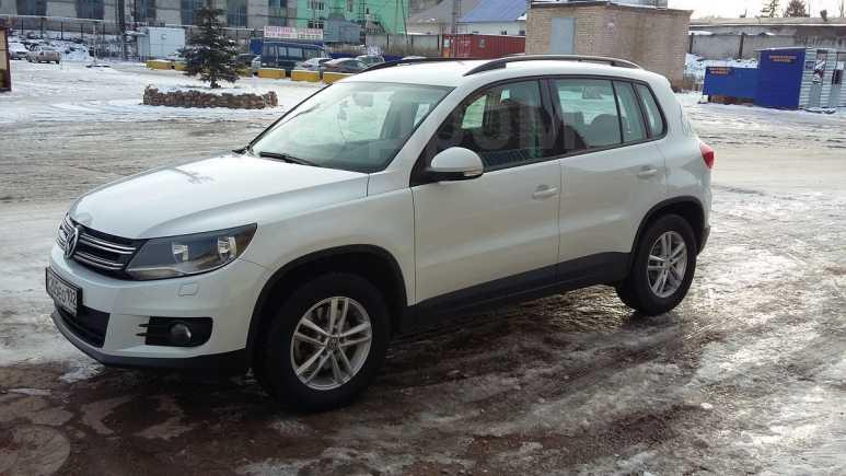Volkswagen Tiguan, 2015 год, 955 000 руб.
