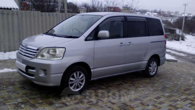 Toyota Noah, 2002 год, 700 000 руб.