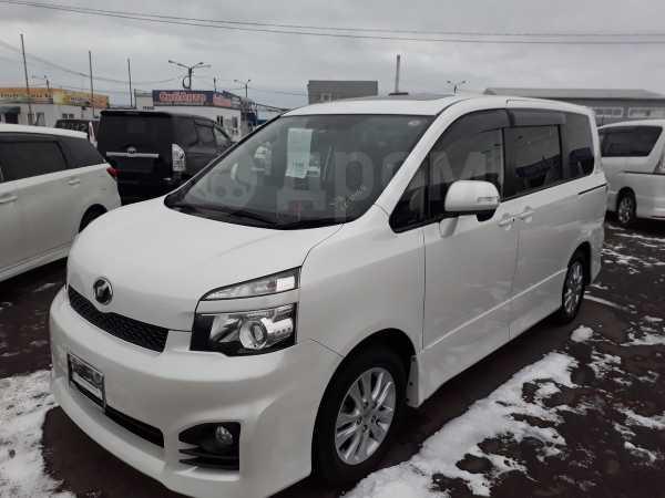 Toyota Voxy, 2011 год, 950 000 руб.