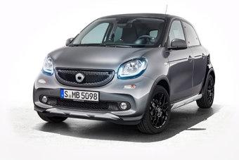 Кросс-версия Smart Forfour дороже обычной модификации модели почти на 400 тысяч рублей.