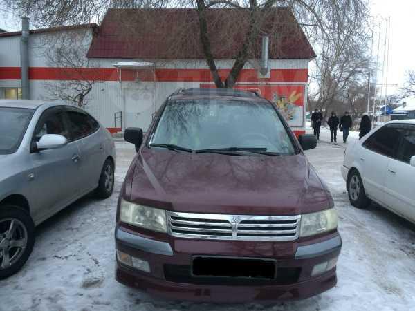 Mitsubishi Space Wagon, 2001 год, 300 000 руб.
