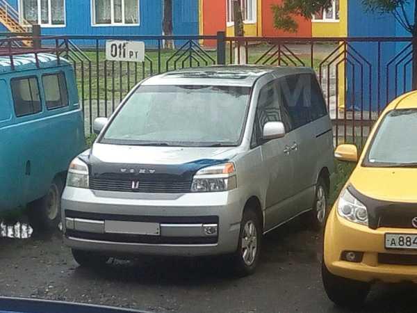 Toyota Voxy, 2002 год, 460 000 руб.