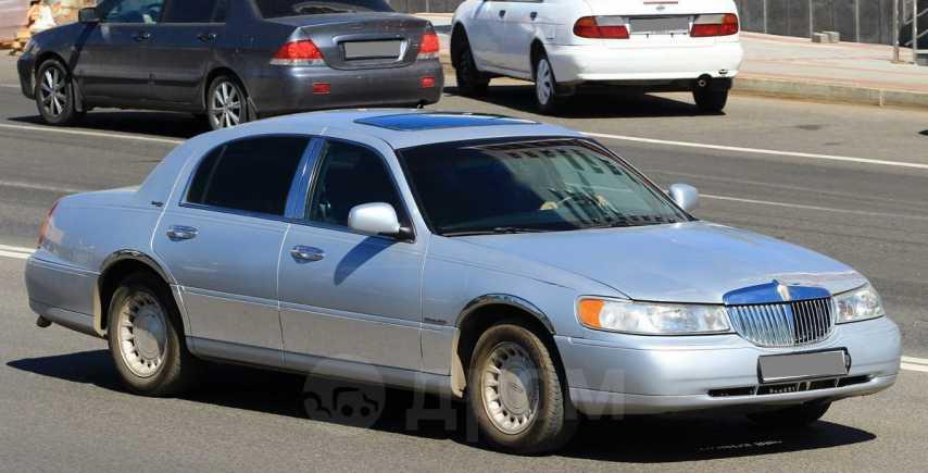 Lincoln Town Car, 2000 год, 330 000 руб.