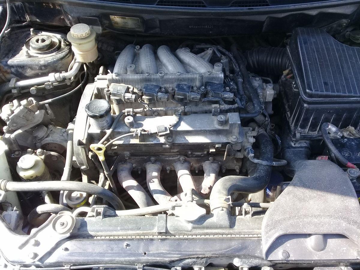 троит двигатель на митсубиси шариот свечи поменял.