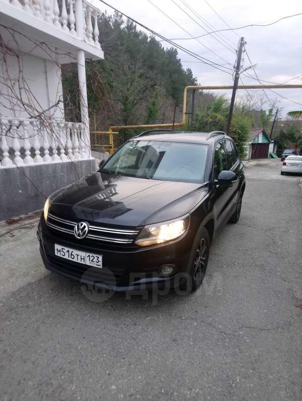 Volkswagen Tiguan, 2012 год, 755 000 руб.