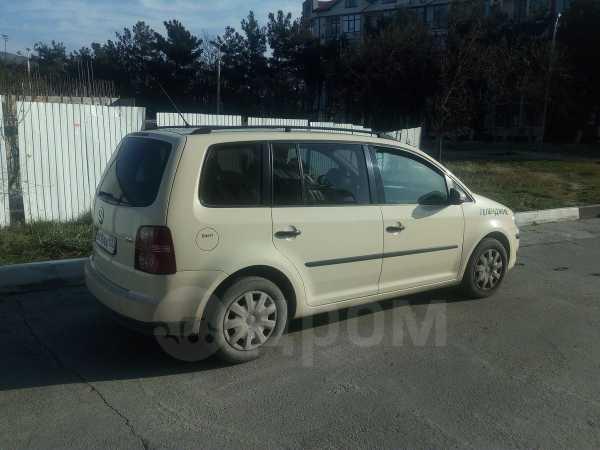 Volkswagen Touran, 2010 год, 550 000 руб.
