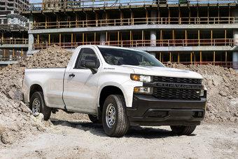 Линейка двигателей нового Chevrolet Silverado состоит из бензиновых V8 объемом 5,3 и 6,2 л, а также турбодизеля V6 объемом 3,0 л.