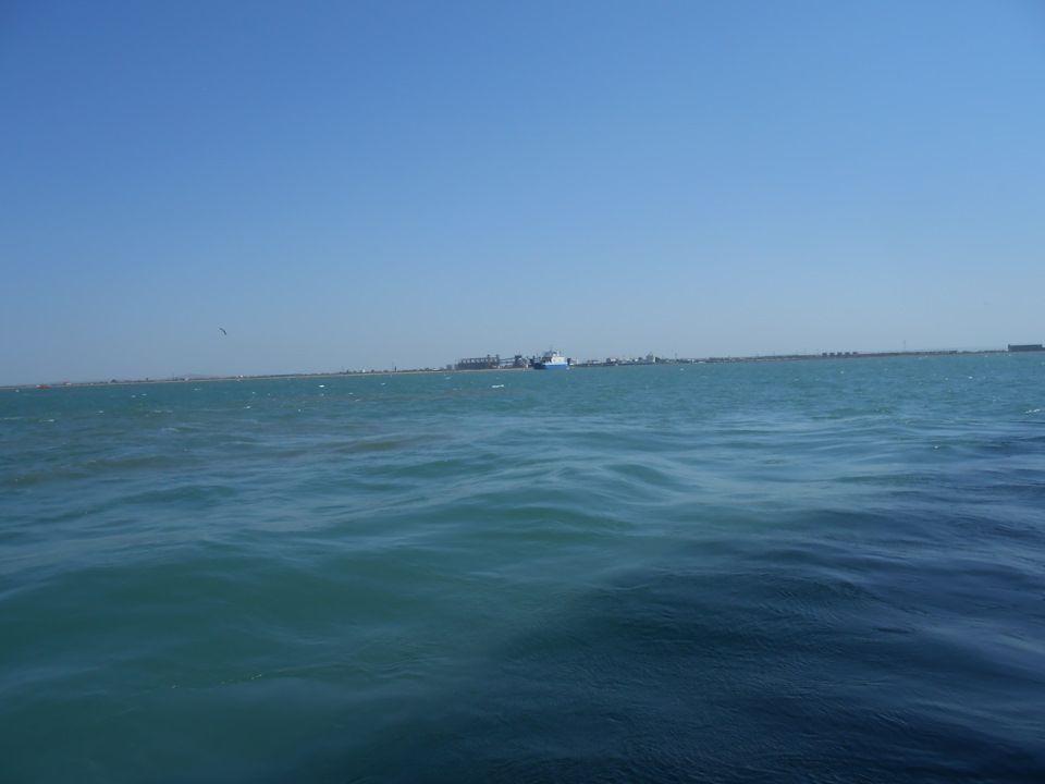 Керченский пролив. Виднеются родные берега.