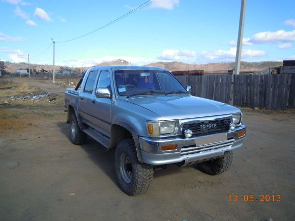 Toyota Hilux Pick Up, 1990 год, 460 000 руб.