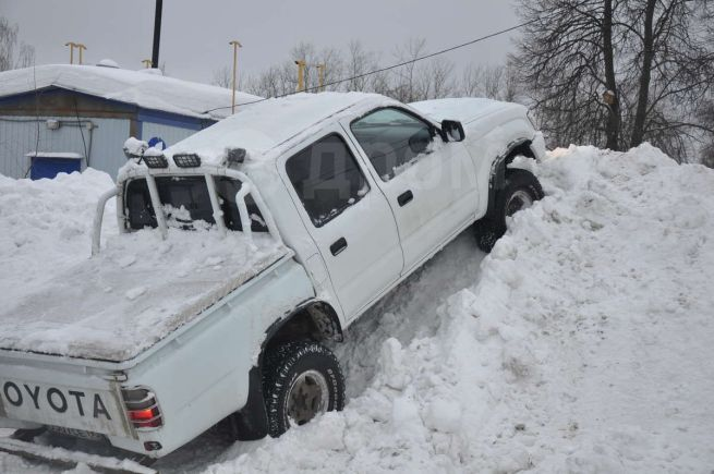 Toyota Hilux Pick Up, 2003 год, 612 000 руб.