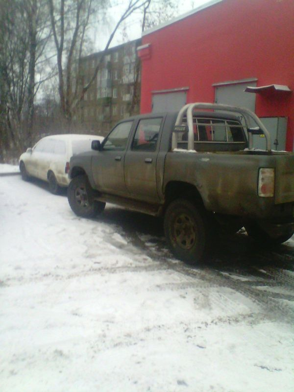 Toyota Hilux Pick Up, 1994 год, 260 000 руб.