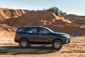В России начались продажи бензинового Toyota Fortuner: от 2 млн рублей