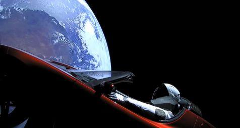 Илон Маск запустил Tesla Roadster в космос