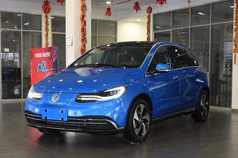 Продажи Denza 500 в Китае стартуют в ближайшее время. Модель будет стоить от 299 800 юаней.