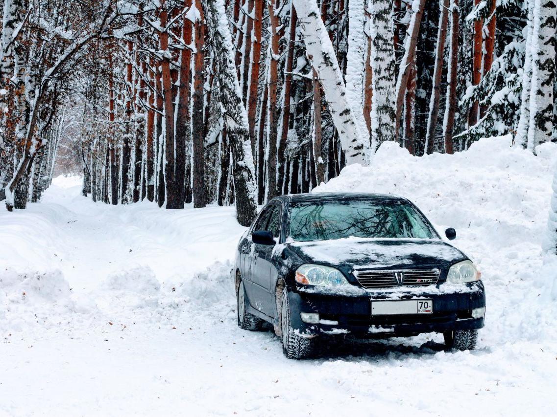 Сугробы вместо капели в Москве: за руль лучше не садиться