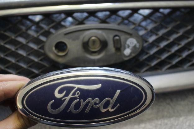 Фокус задняя эмблема 1 форд