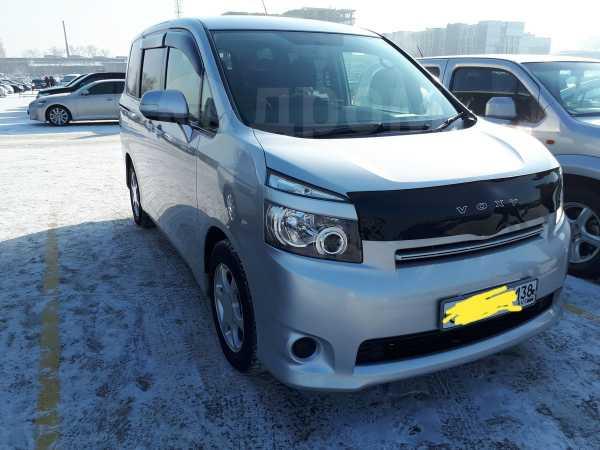 Toyota Voxy, 2008 год, 735 000 руб.