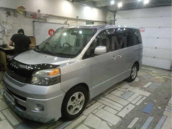 Toyota Voxy, 2003 год, 505 000 руб.