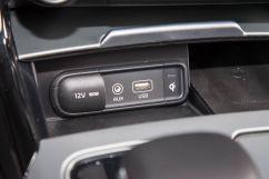 Дополнительное оборудование аудиосистемы: 15 динамиков, аудиосистема Harman/Kardon, USB, AUX, SD-карта, система активного звукового сопровождения (ASD)