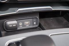 Дополнительное оборудование: Система динамического контроля вектора тяги (DTVC), беспроводная зарядка для мобильного телефона на центральной консоли, самозатемняющиеся боковые зеркала