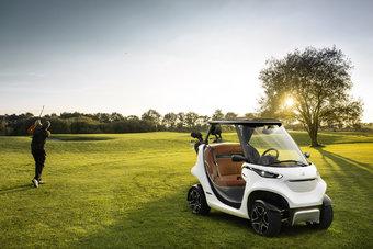 Производить Mercedes Garia Golf Cart будут в Германии. Интересно, что все карбоновые панели для машины по аутсорсингу будет изготавливать тюнинговая контора Mansory — признанный эксперт в работе с углепластиком.