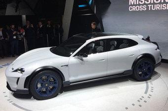 Porsche Mission E Cross Turismo начнут выпускать в 2020 году.
