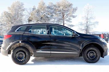 Renault тестирует кроссовер с четырьмя управляемыми колесами