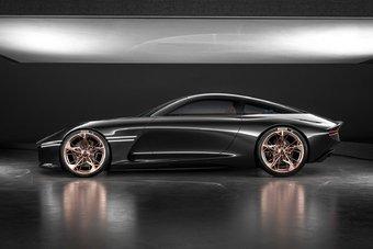 Genesis Essentia — это электромобиль с полностью углепластиковым кузовом.