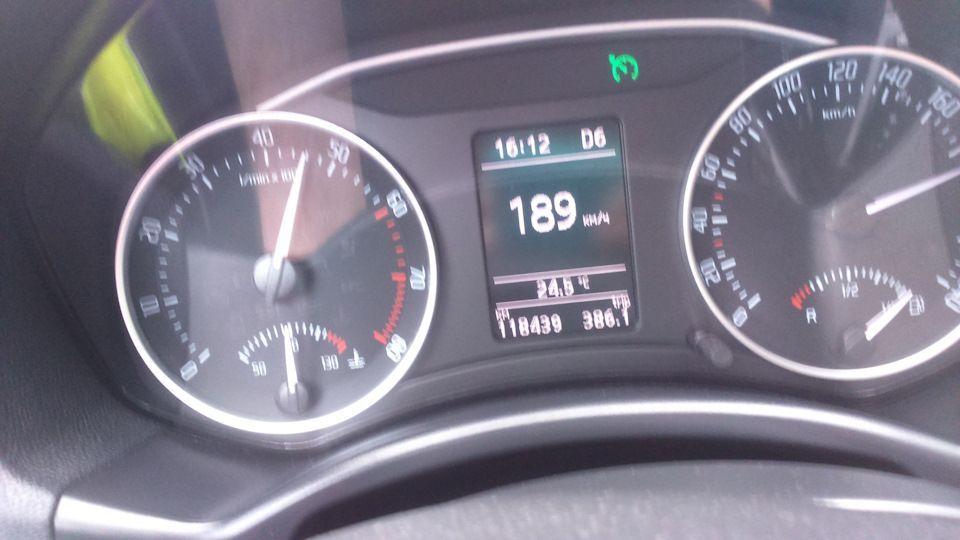 На автобане между Берлином и Дрезденом. Переключился на бензин, выключил кондиционер, перешел в ручной режим КПП и… по левой полосе проносится Porsche 911 Targa под 250 км/ч...
