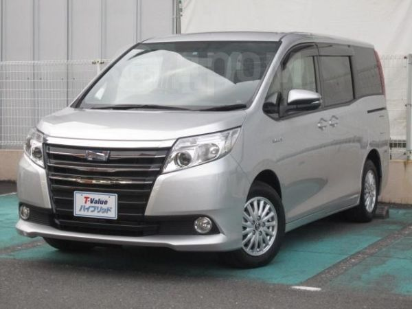 Toyota Noah, 2015 год, 1 165 000 руб.
