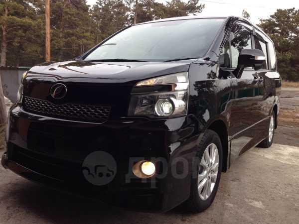 Toyota Voxy, 2012 год, 1 170 000 руб.