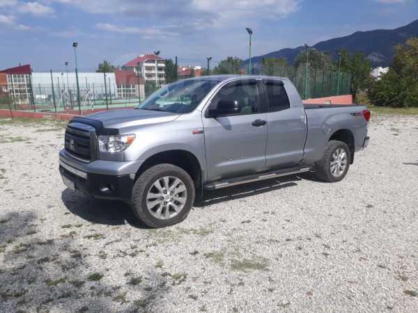 Toyota Tundra, 2010 год, 1 400 000 руб.