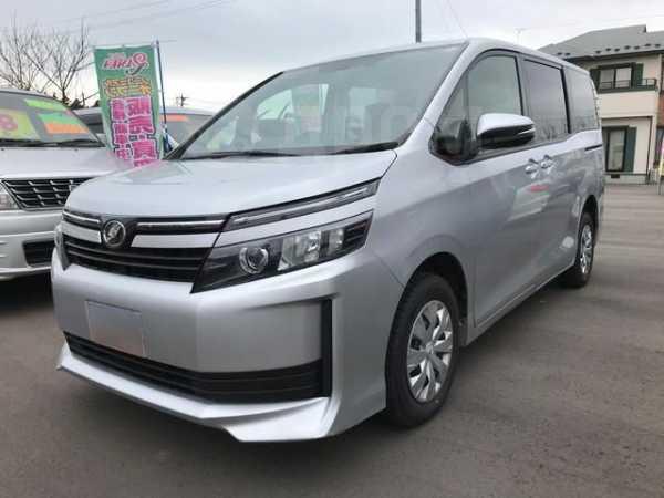 Toyota Voxy, 2015 год, 800 000 руб.
