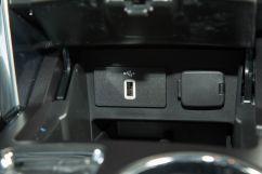 Дополнительное оборудование аудиосистемы: 12 динамиков, включая сабвуфер, голосовое управление, USB
