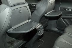 Дополнительно: Беспроводная зарядка смартфонов, поддерживающих стандарт Qi (опция);<br /> Черная крыша 'Black Diamond';<br /> Складные столики в спинках передних сидений; Солнцезащитные шторки для пассажиров второго ряда сидений