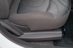 Регулировка передних сидений: Регулировка сиденья водителя в 6 направлениях, пассажира в 4