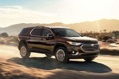 В России появился кроссовер Chevrolet Traverse. Цена — от 2,99 млн рублей