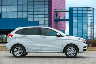 Дешевая комплектация простимулирует продажи Lada XRAY, которые падают последние два месяца.