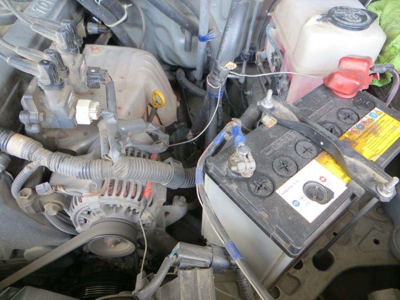 Геркон управления ходовыми огнями. На генераторе (красный). Сам геркон стеклянный и спрятан в термоусадку. Эксплуатирую уже 2 года.
