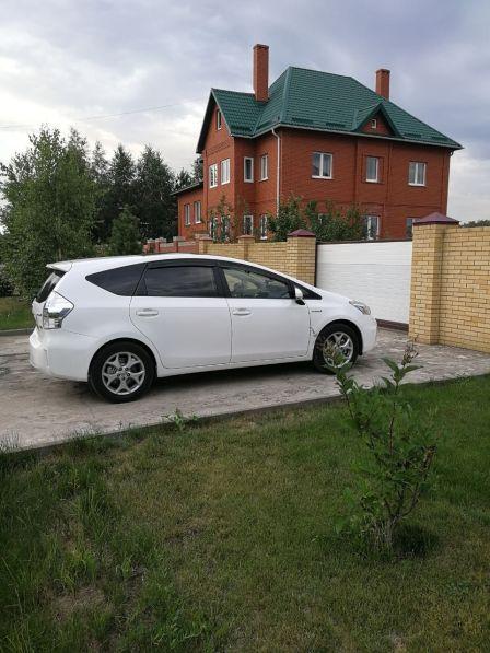 Toyota Prius v 2012 - отзыв владельца