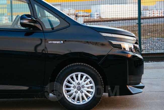 Toyota Voxy, 2014 год, 1 325 000 руб.