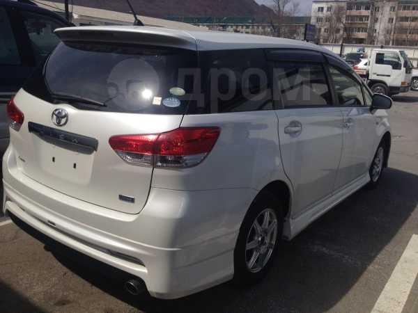 Toyota Wish, 2011 год, 855 000 руб.
