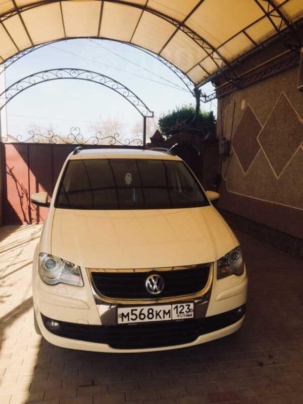 Volkswagen Touran, 2009 год, 520 000 руб.